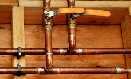 Разводка в отопительной системе из медных труб