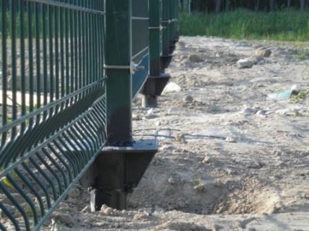 Винтовые сваи под забор